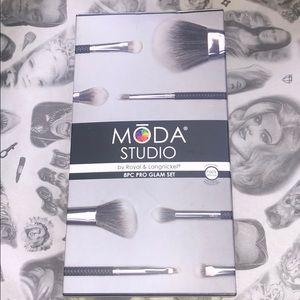 Moda Studio 8pc Pro Glam Brush Set